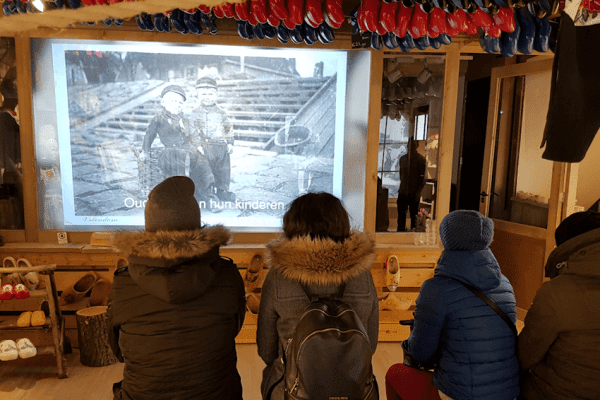 Customers enjoying Switchable projection as part of their customer experience in The Wooden Shoe Factory in Volendam, Netherlands